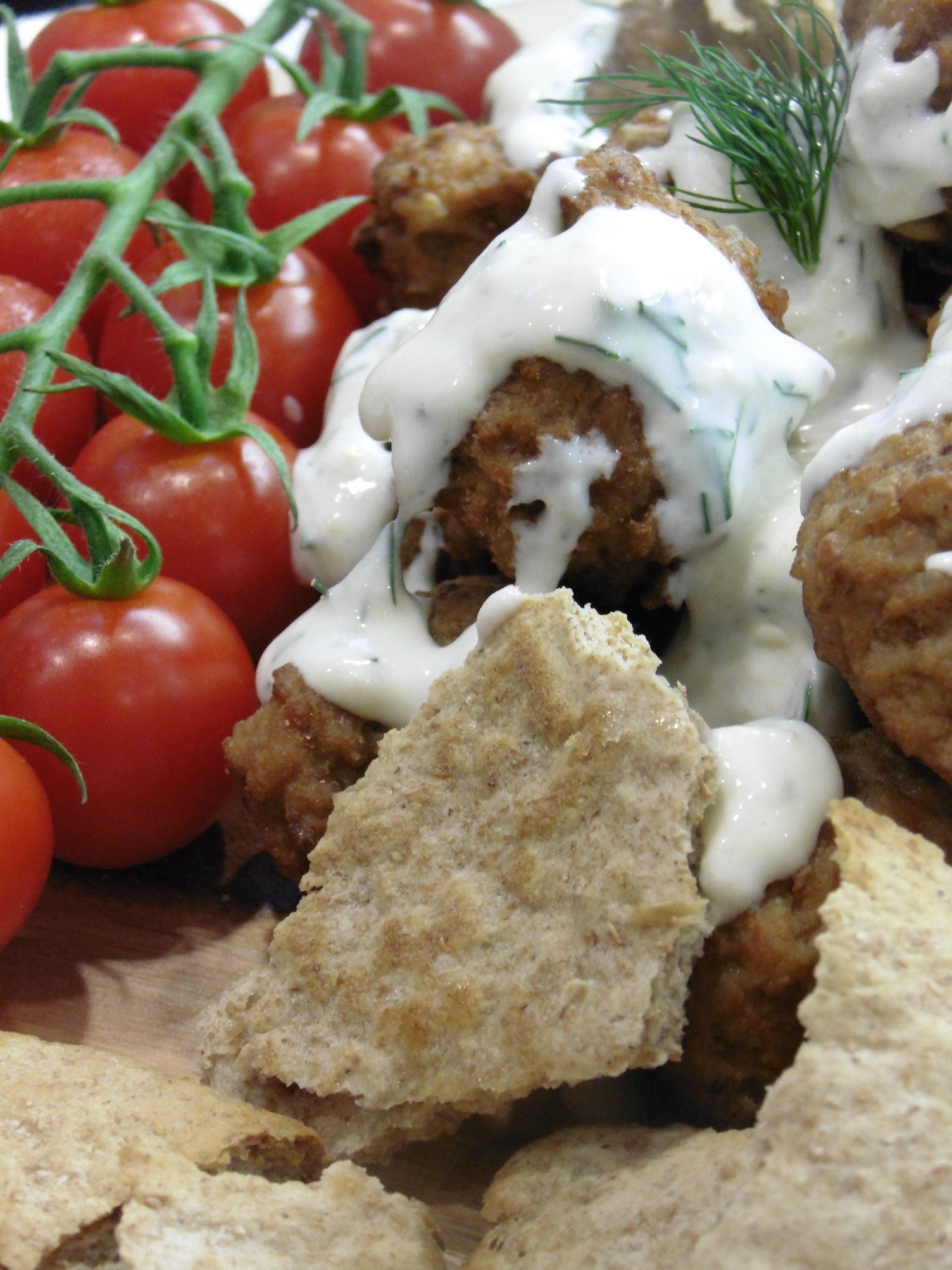 Scan meatballs a delicious dish for all the family tots 100 for Meatball canape