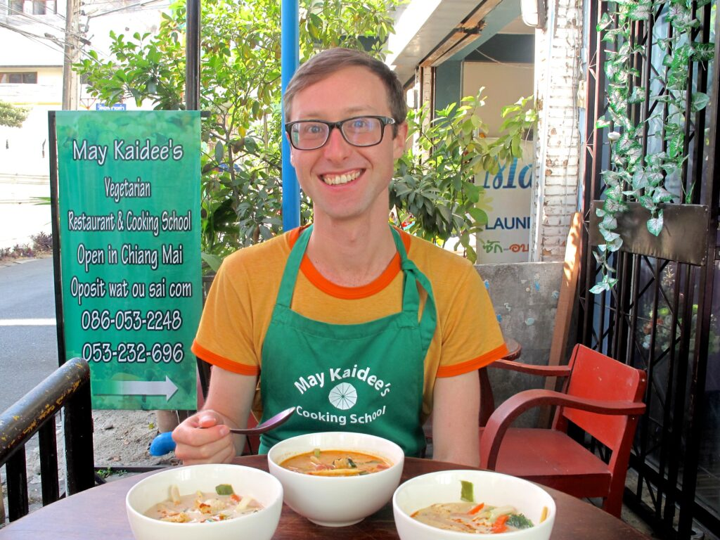 Blogger Sam Wood reviewing a cookery school in Thailand